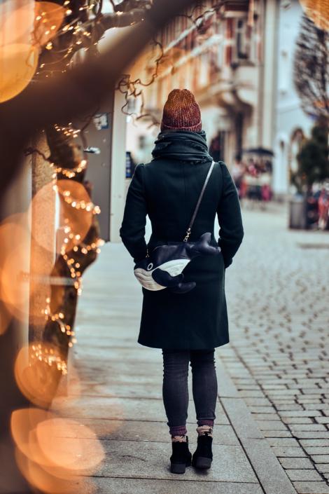 Mädchen in Passau mit einer Lena Tasche