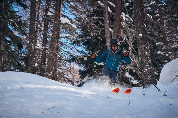Skifahren mit Fischer Ski abseits der Piste in der Gemeinde Pfelders in Südtirol