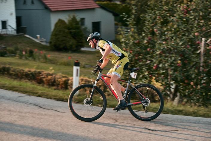 Endspurt mit dem Mountainbike beim Bergsprint in Stadl