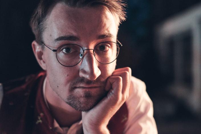 Musiker mit Brille in Kapellen Tracht