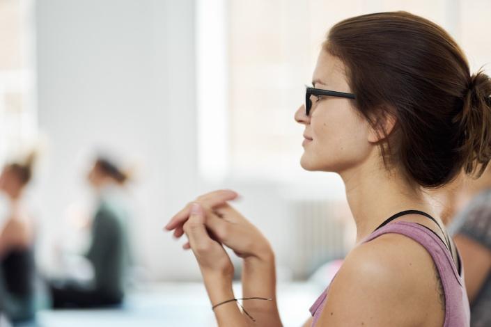 Mobiliseren der Gelenke beim Yoga Workshop