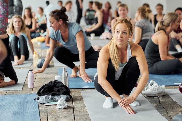 Teilnehmerin eines Yoga Workshops im WUK