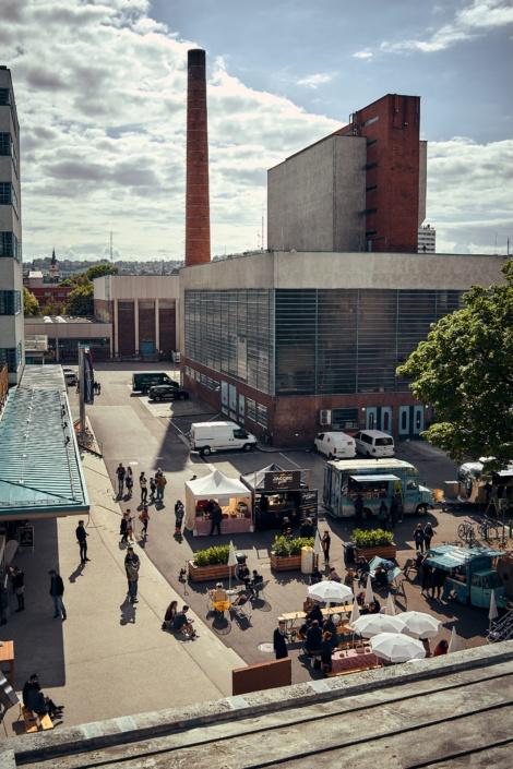 Die Tabakfabrik in Linz beim Feschmarkt von oben gesehen