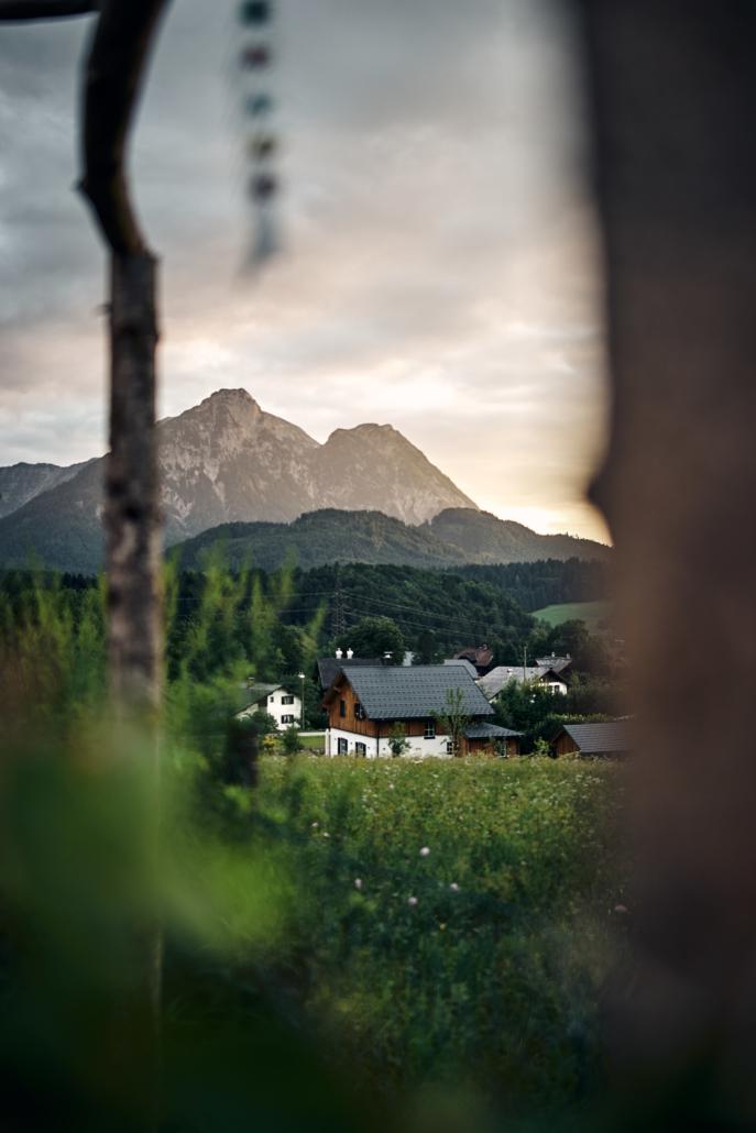 Typisches Altausseer Haus vor einem Sonnenuntergang