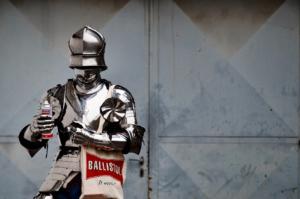 Ritterrüstung wird mit Ballistol gepflegt