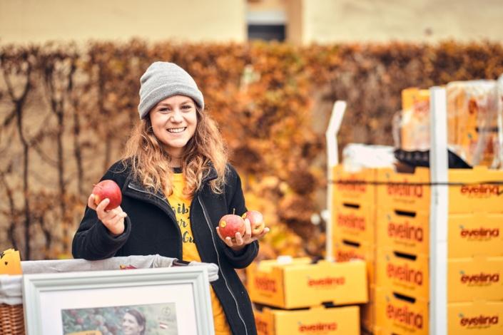 Evelina Äpfel Stand am Feschmarkt in Wien in der Ottakringer Brauerei