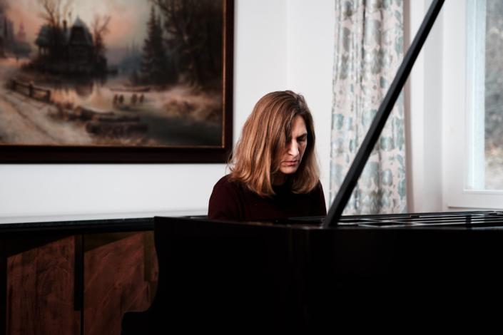 Klavierspielerin Angelika Gabris aus Wien Döbling am Flügel