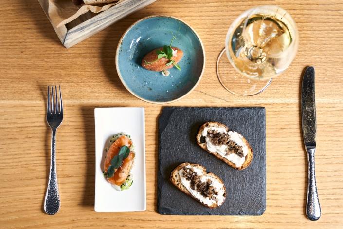 Sektfrühstück mit Lachs, Tartar und Trüffeln